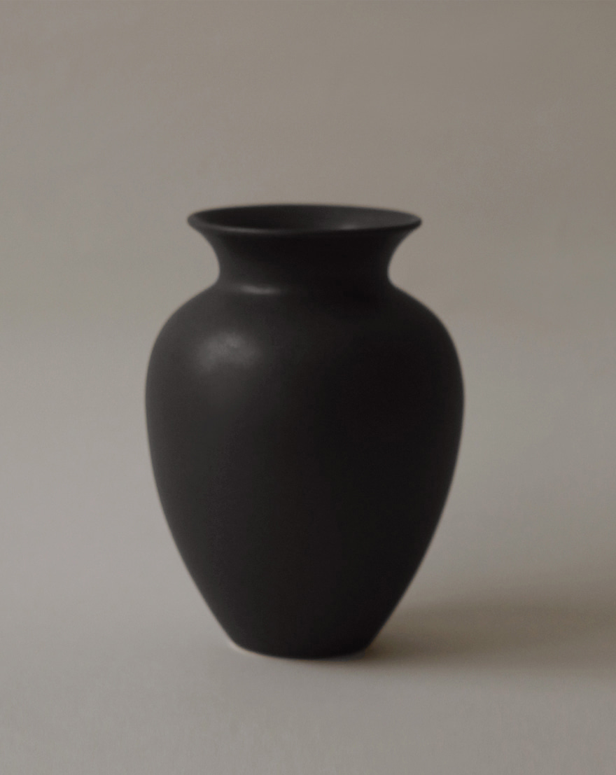 Amphora Vase (Night Rain)
